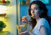 Plötzliche Heißhungerattacken gehören zu einem typischen Krankheitsbild der Bulimie